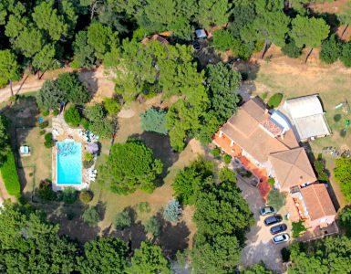 Vue aérienne grande villa provence